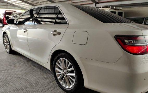 Selling Pearl White Toyota Camry 2016 in Makati-3
