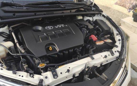 Sell White 2015 Toyota Altis-5