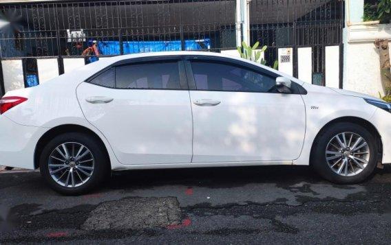 Sell White 2015 Toyota Altis-1