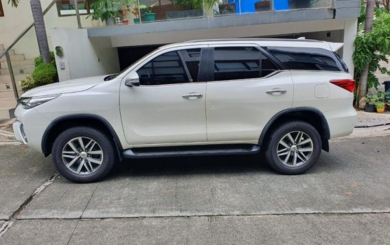 Pearl White Toyota Fortuner 2017 for sale in Makati