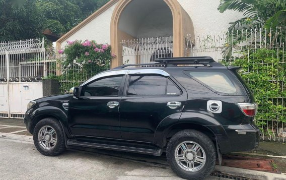 Selling Black Toyota Fortuner 2010 in Manila-1