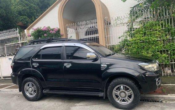 Selling Black Toyota Fortuner 2010 in Manila-4