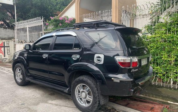 Selling Black Toyota Fortuner 2010 in Manila-2